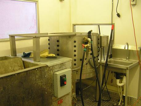 Image:Scalder plucker hand sink wall separating kill area small.JPG